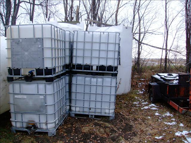 2011 275 Gallon totes Built in pallet