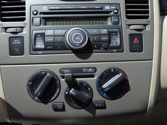 Image 21 of 2011 Nissan Versa 1.8…