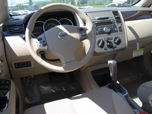 Image 32 of 2011 Nissan Versa 1.8…