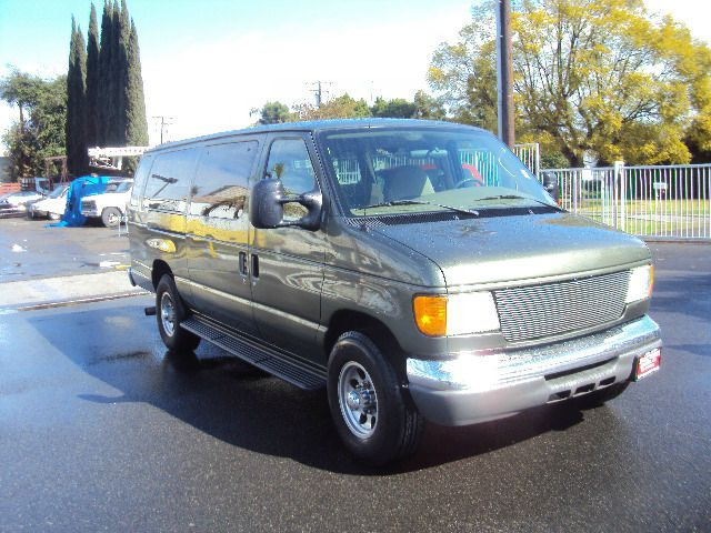 2005 FORD ECONOLINE WAGON E-350 EXTENDED metalic green turbo diesel body style busengine type 5