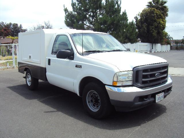 2003 FORD F250 XL white 2003 ford f250 v8 auto cold ac amfm cd player fog lamps  custom utility