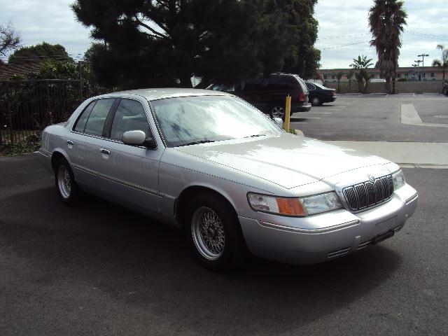 2000 MERCURY GRAND MARQUIS LS silver this is a one owner full power like new condition no accident