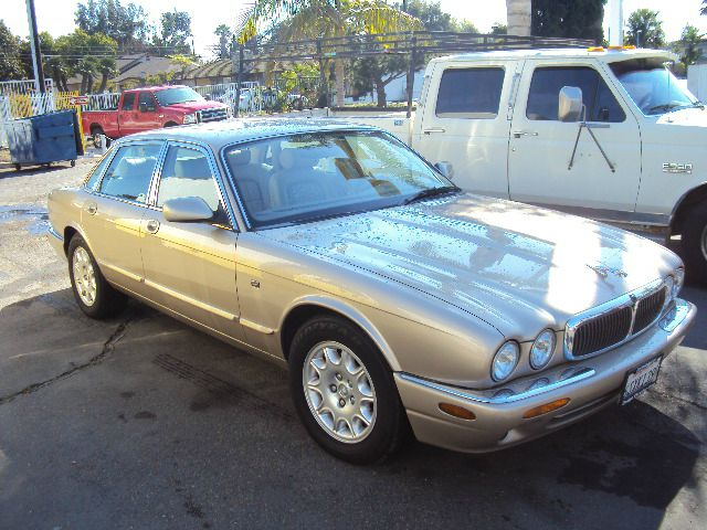 2001 JAGUAR XJ8 XJ8 gold abs brakesadjustable foot pedalsair conditioningalloy wheelsamfm rad