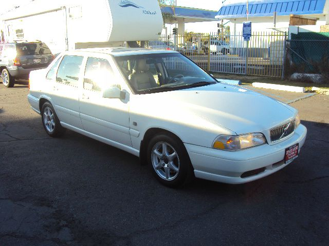 2000 VOLVO S70 BASE white abs brakesair conditioningalloy wheelsamfm radioanti-brake system