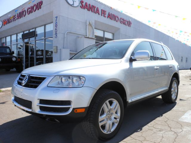 2004 VOLKSWAGEN TOUAREG V8 silver you wont find any electrical problems with this vehicle  nothin