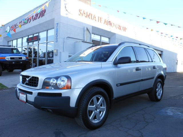 2006 VOLVO XC90 25T silver all power equipment is functioning properly  no defects  there are n
