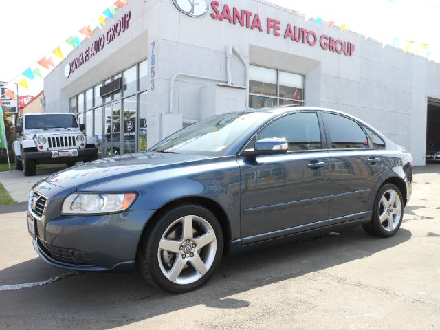 2008 VOLVO S40 24I blue all power equipment on this vehicle is in working order  this vehicle ha