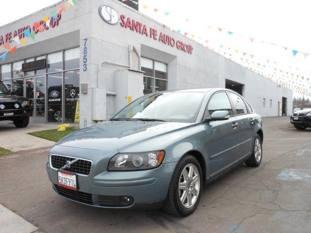 2004 VOLVO S40 T5 blue all electrical and optional equipment on this vehicle have been checked and