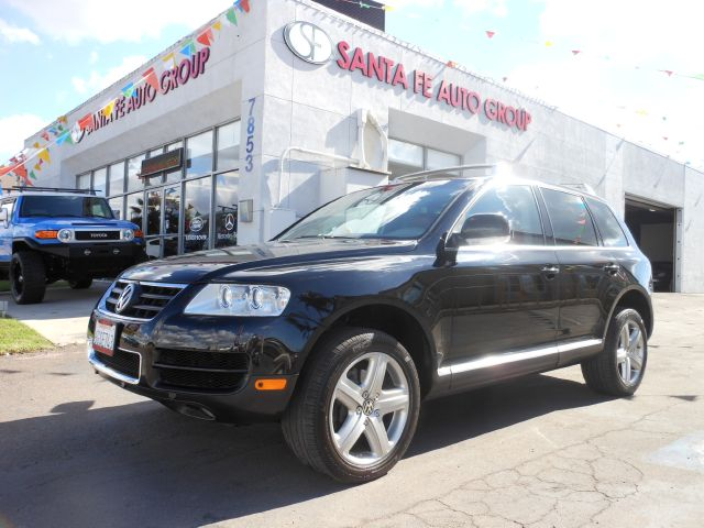 2004 VOLKSWAGEN TOUAREG V8 black no defects  there are no dings visible on the exterior of this v