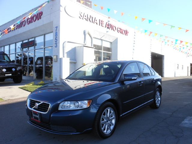 2008 VOLVO S40 24I gray all power equipment on this vehicle is in working order  nothing about t