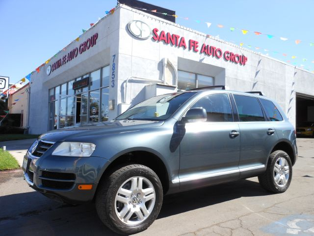 2005 VOLKSWAGEN TOUAREG V8 gray showroom condition room for the whole family the neighbors kid a