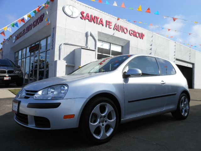 2007 VOLKSWAGEN GOLF 2-DOOR silver showroom condition very well maintained and cared for clean t