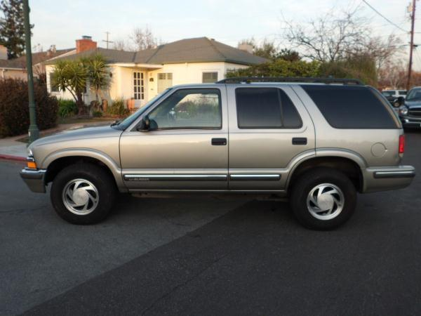 1998 CHEVROLET BLAZER champagne this is a  champagne 1998 chevrolet blazer 4 door wagon auto v6 4