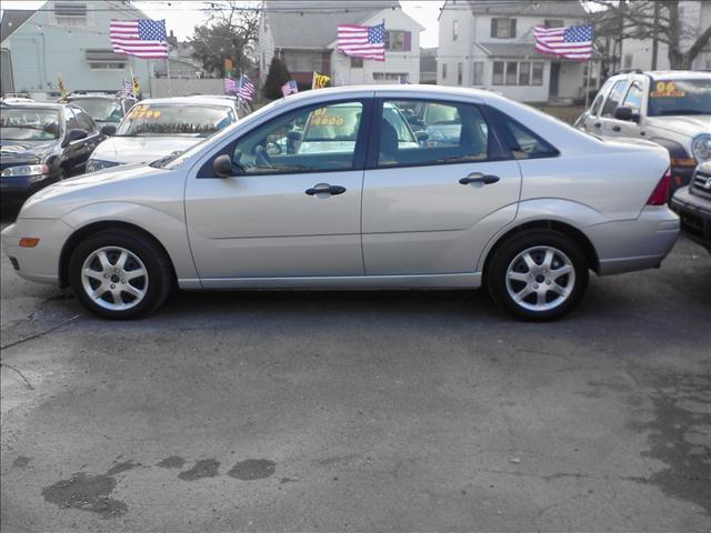 Image 2 of 2005 Ford Focus ZX4…