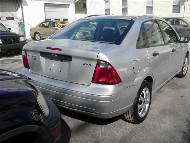 Image 4 of 2005 Ford Focus ZX4…