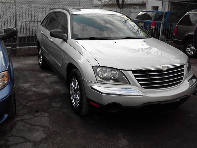 Image 2 of 2005 Chrysler Pacifica…
