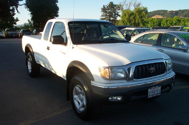 2004 TOYOTA TACOMA XTRACAB V6 4WD white 5 speed manual 4 x 4 low miles 4wdawdabs brakesamfm r