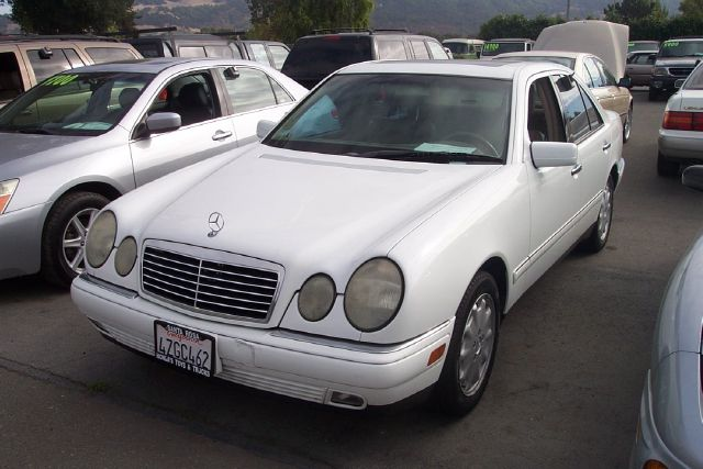 1999 MERCEDES-BENZ E-CLASS E320 white low miles abs brakesair conditioningalloy wheelsamfm rad