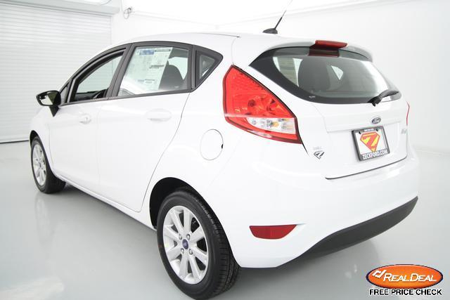 Image 5 of 2012 Ford Fiesta SE…