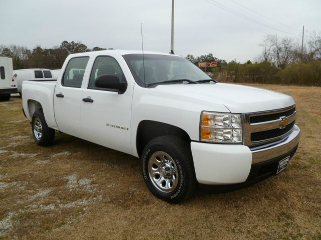 2007 CHEVROLET SILVERADO 1500 CREW CAB 2WD white this is one sharp looking truck extra clean insi