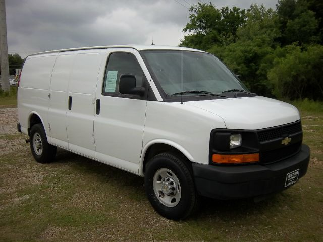 2009 CHEVROLET EXPRESS 2500 CARGO VAN white nice adrian steel shelves for all your tools  supplie
