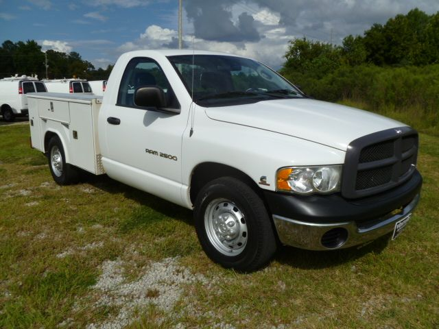 2004 DODGE RAM 2500 ST white this is the truck you need to work with diesel with a knapheide serv