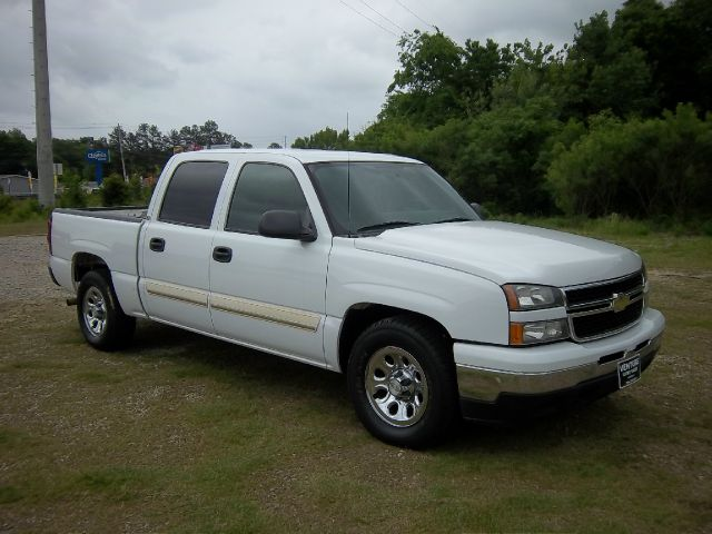 2006 CHEVROLET SILVERADO 1500 4 DR LS CREW CAB white 1 owner fleet truck  very well maintained 