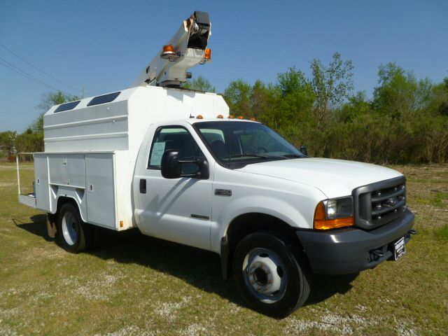 2000 FORD F450 BUCKET TRUCK REGULAR CAB 2WD DRW white 28 ft telsta bucket truck with an enclosed m