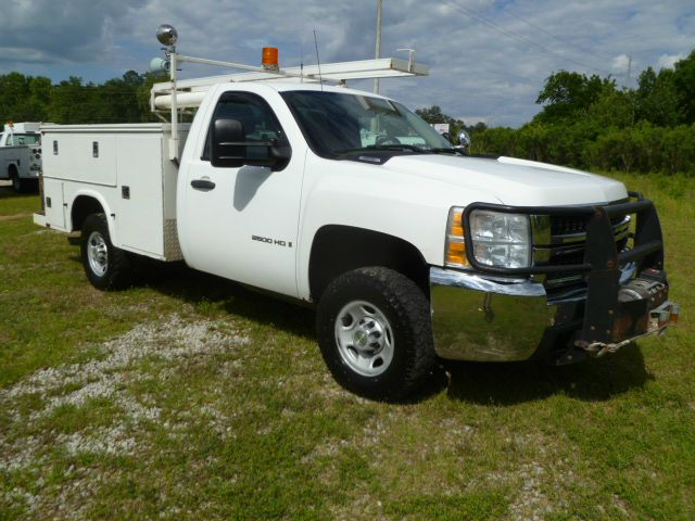 2007 CHEVROLET SILVERADO 2500 4X4 SERVICE TRUCK 4X4 white 4wd with a knapheide service body flip 