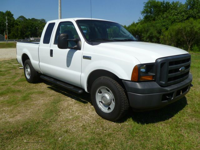 2006 FORD F250 XL white supercab makes this the working mans dream truck fleet preowned with an