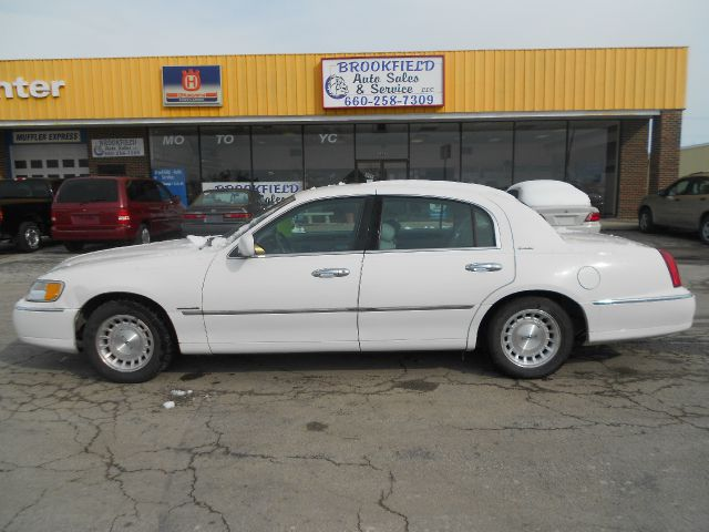 1998 Lincoln Town Car - BROOKFIELD, MO