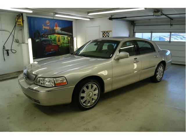 Image 1 of 2003 Lincoln Town Car…