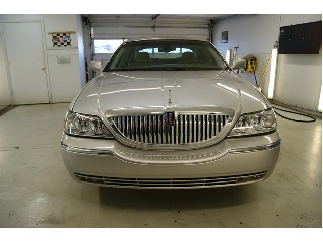 Image 4 of 2003 Lincoln Town Car…