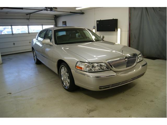 Image 5 of 2003 Lincoln Town Car…