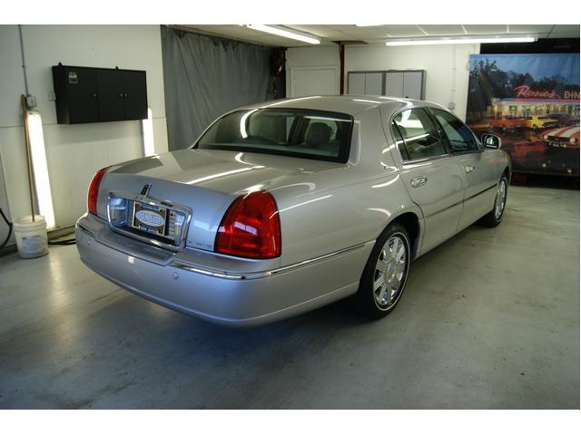 Image 6 of 2003 Lincoln Town Car…