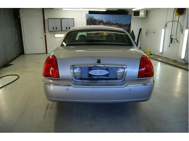 Image 7 of 2003 Lincoln Town Car…