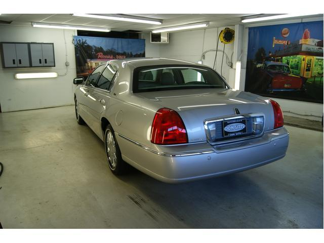 Image 8 of 2003 Lincoln Town Car…