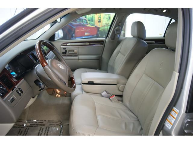Image 10 of 2003 Lincoln Town Car…
