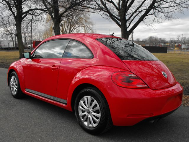 2012 Volkswagen Beetle 2.5L  LIKE NEW!! - Kearny NJ