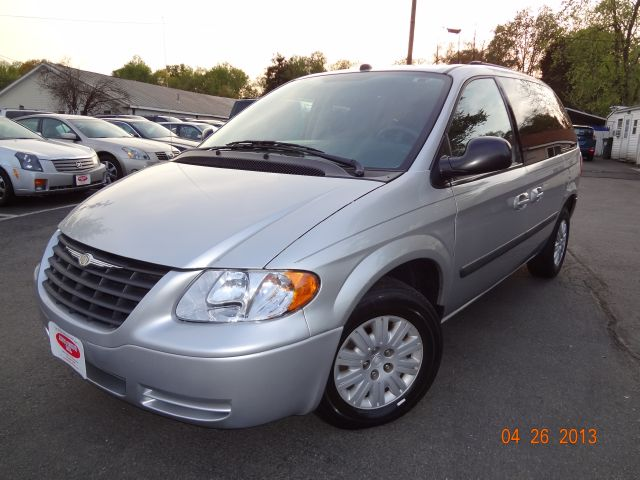 2005 Chrysler Town & Country - MANASSAS, VA