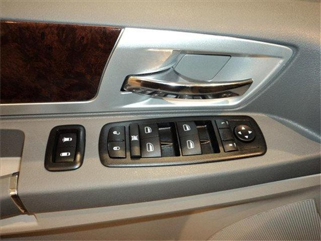 Image 3 of 2009 Chrysler Town &…