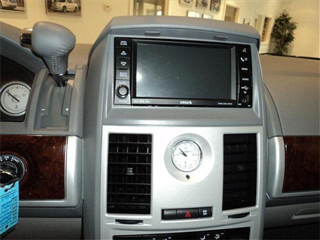 Image 6 of 2009 Chrysler Town &…