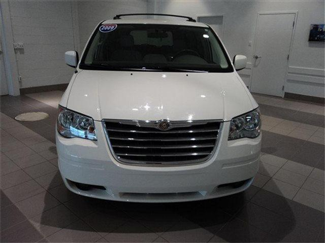 Image 16 of 2009 Chrysler Town &…