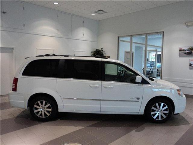 Image 17 of 2009 Chrysler Town &…