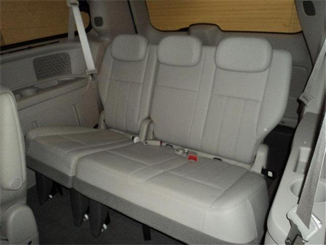 Image 21 of 2009 Chrysler Town &…