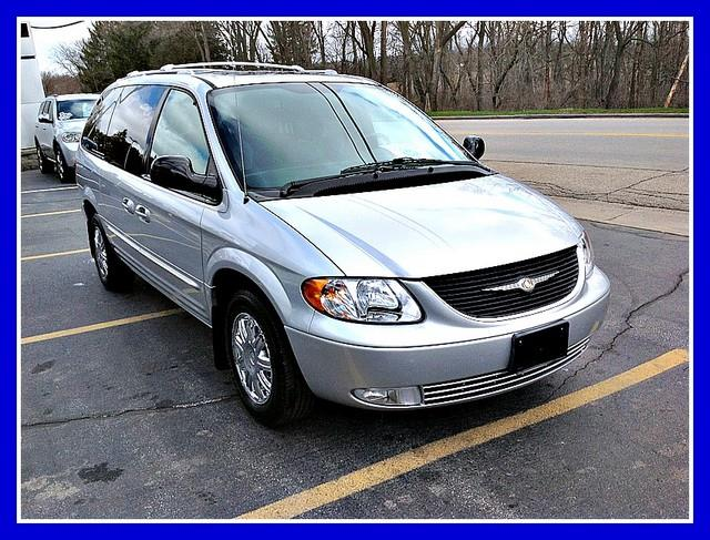 2004 Chrysler Town &amp; Country - Cedarville, IL