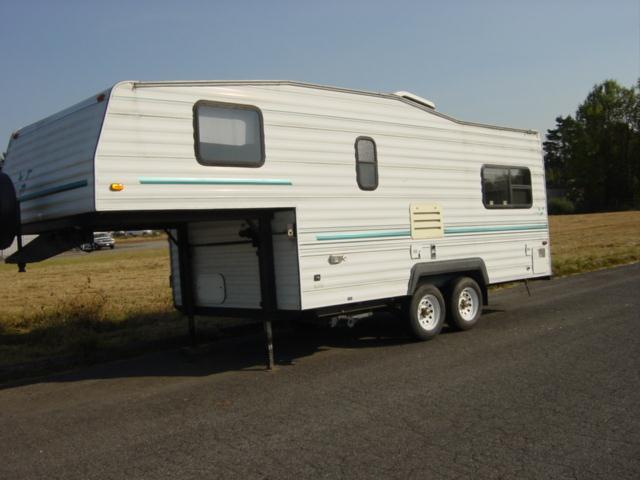 1996 nash fifth wheel camper  - Vancouver WA