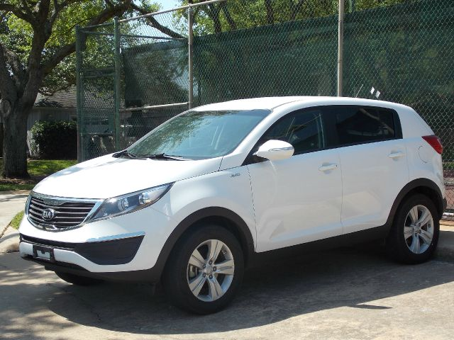 2013 KIA SPORTAGE LX AWD white  all internet prices are reduced for cash cashiers check or sa