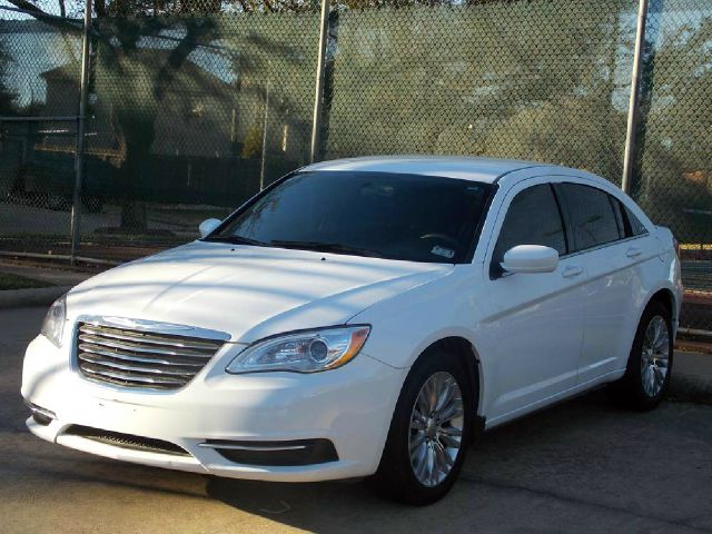 2012 CHRYSLER 200 LX white  all internet prices are reduced for cash cashiers check or same a