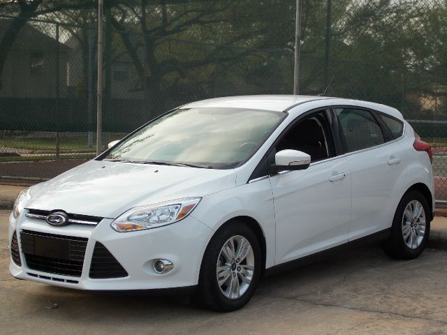 2012 FORD FOCUS SEL white  all internet prices are reduced for cash cashiers check or same as